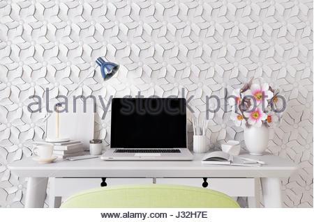 Modernes Zimmer mit Laptop-Computer auf dem Schreibtisch, home-Office Arbeitsbereich 3D illustration - Stockfoto