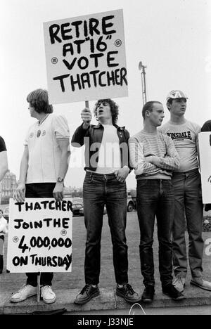Unterhauswahlen 1983 Großbritannien Thatcher Arbeitslosigkeit Demonstration über Job-Perspektiven für Schulabgänger - Stockfoto