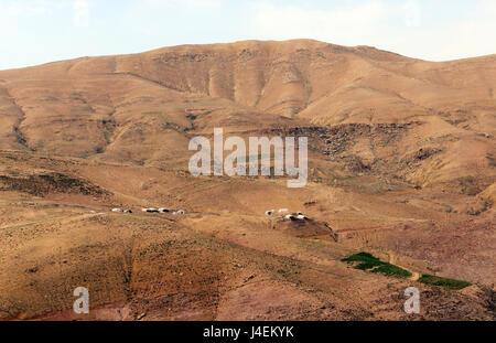 Beduinen Zelt Dörfer in der jordanischen Wüste. - Stockfoto