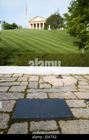 JFK-Präsident John f. Kennedy Grabstätte Arlington Friedhof Washington DC USA - Stockfoto