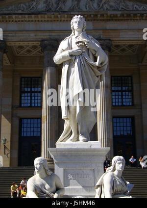 Denkmal-Statue aus Marmor Berlin square klassisches Theater Spielhaus Freizeit Dichter - Stockfoto