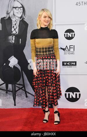 Los Angeles, CA, USA. 8. Juni 2017. Emma Stone im Ankunftsbereich für 2017 AFI Life Achievement Award Gala zu Ehren - Stockfoto