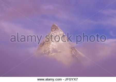 Riffelsee, Matterhorn, Mont Cervin, Monte Cervino Stock 4,478 m, rot, Penninische Alpen, Zermatt, Wallis, Schweiz, - Stockfoto