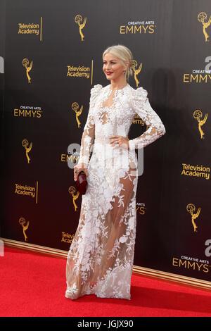 Los Angeles, CA, USA. 11. September 2016. LOS ANGELES - SEP 11: Julianne Hough bei den 2016 Primetime Creative Emmy - Stockfoto