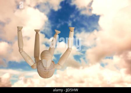 Braun 3d Figur Ausübung Stock gegen blauen Himmel mit weißen Wolken - Stockfoto
