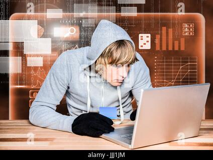 Hacker einen Laptop verwenden und halten eine Kreditkarte vor 3d digital orangefarbenen Hintergrund - Stockfoto