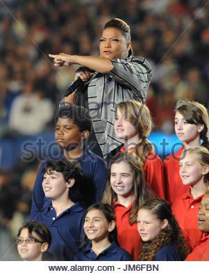 Queen Latifah. Sängerin Queen Latifah führt während der pregame Show vor dem Super Bowl XLIV zwischen den Indianapolis - Stockfoto