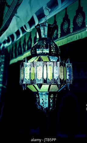 Arabische Lampe, Detail einer alten Lampe Beleuchtung, Tradition und orientalische Dekoration - Stockfoto