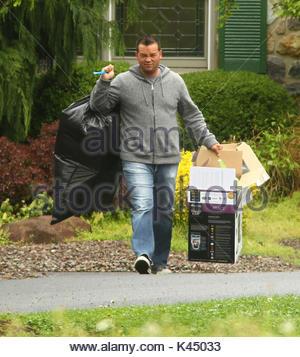 Jon Gosselin. Kate Gosselin hat das Lebensmittelgeschäft, Sicherheitspersonal, ihr zu helfen, Ihr Auto. Kate hatte - Stockfoto