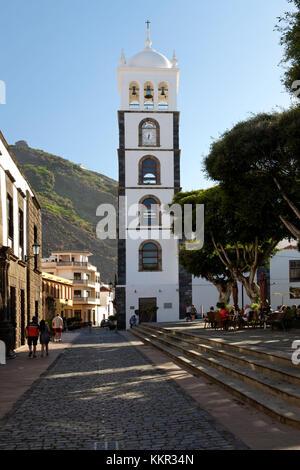 Plaza de la Libertad mit der Kirche Iglesia Santa Ana in Garachico, Teneriffa, Kanarische Inseln, Spanien - Stockfoto