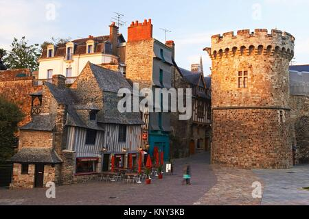 vitre burg und typische h user ille et vilaine bretagne bretagne frankreich stockfoto bild. Black Bedroom Furniture Sets. Home Design Ideas