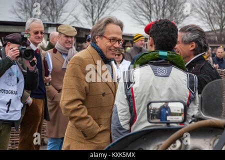 Herr März Chatten an die Gewinner eines klassischen Autorennen, GRRC 74th Mitgliederversammlung, Goodwood Rennstrecke, - Stockfoto