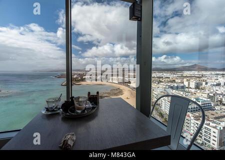 Blick vom 17. Stock des Gran Hotel Arrecife Lanzarote - Stockfoto