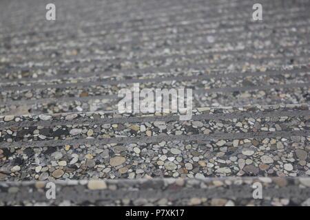 Fußbodenbelag Terrazzo ~ Extrem abgenutzt terrazzo bodenbelag mit vielen patchwork fixes in