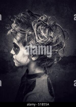 Zombie Kostüm Kind im Profil - Stockfoto