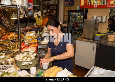 Restaurante vietnamita, food court, Asian Garden Mall, la ciudad de Westminster, en el condado de Orange, California Foto de stock