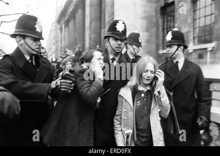 Boda Civil de Paul McCartney y Linda Eastman, la Oficina de Registro Marylebone, Londres, 12 de marzo de 1969. Foto de stock