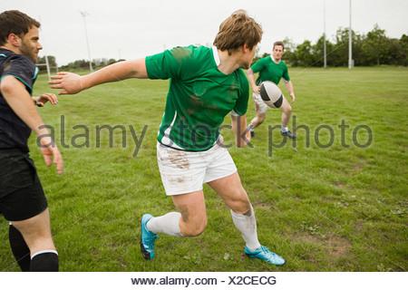 Juego de Rugby en acción Foto de stock