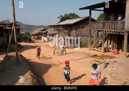 Le Myanmar. La Birmanie. L'État Shan. Kam Bah Nee village Banque D'Images