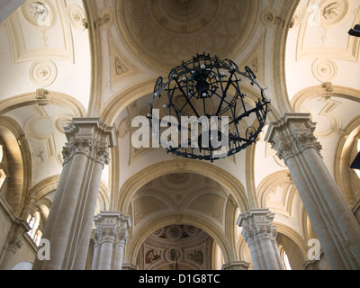 les colonnes de l 39 glise d cor e banque d 39 images photo stock 169802677 alamy. Black Bedroom Furniture Sets. Home Design Ideas