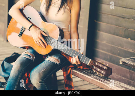 Woman with guitar Festival at party Banque D'Images