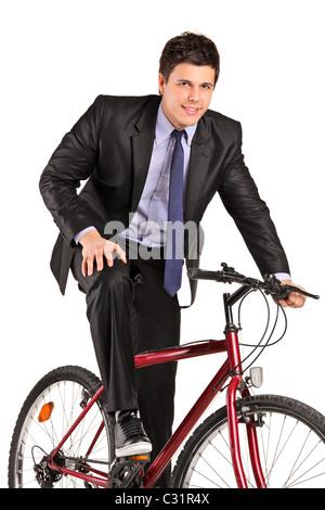 Un giovane imprenditore che posano su una bicicletta Foto Stock