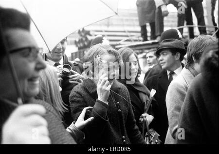 Matrimonio civile di Paul McCartney & Linda Eastman, Marylebone Register Office di Londra, 12 marzo 1969. Foto Stock