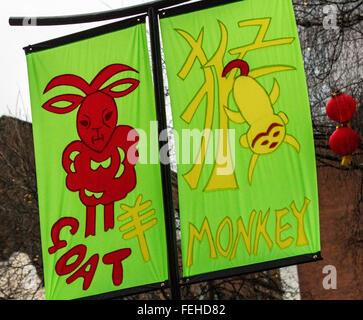 Arte & artwork on felice anno nuovo decorazioni, appendere striscioni. carattere cinese da fase a significare buona Foto Stock