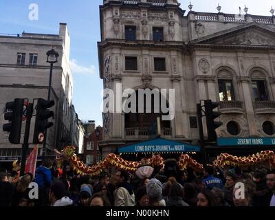 Londres, Reino Unido. 18 de Fev, 2018.as celebrações do Ano Novo Chinês em Londres UK Crédito: Emin Ozkan/StockimoNews/Alamy Foto de Stock